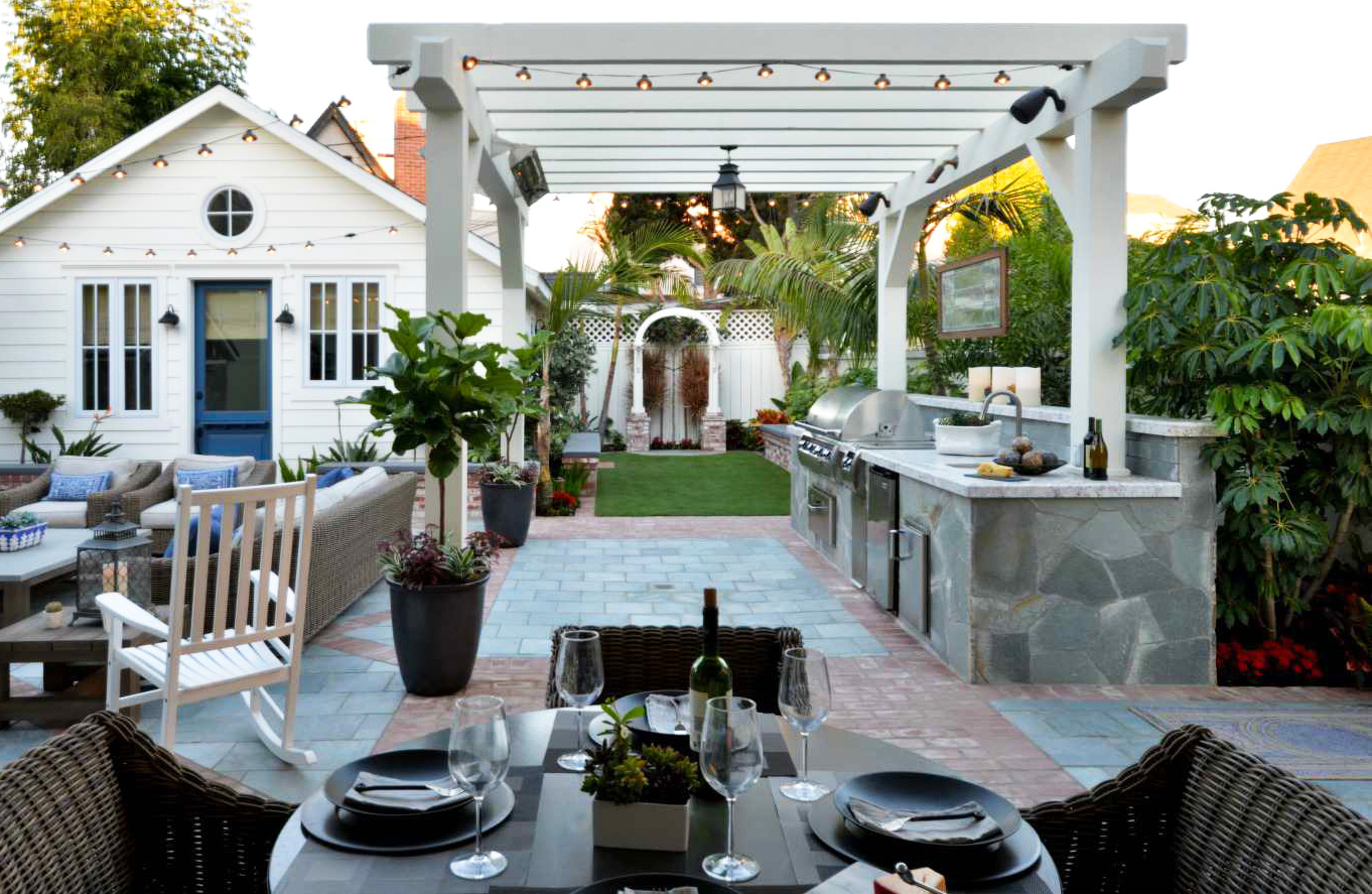 CREATE YOUR DREAM OUTDOOR KITCHEN THIS SUMMER- Tom Len Custom Homes